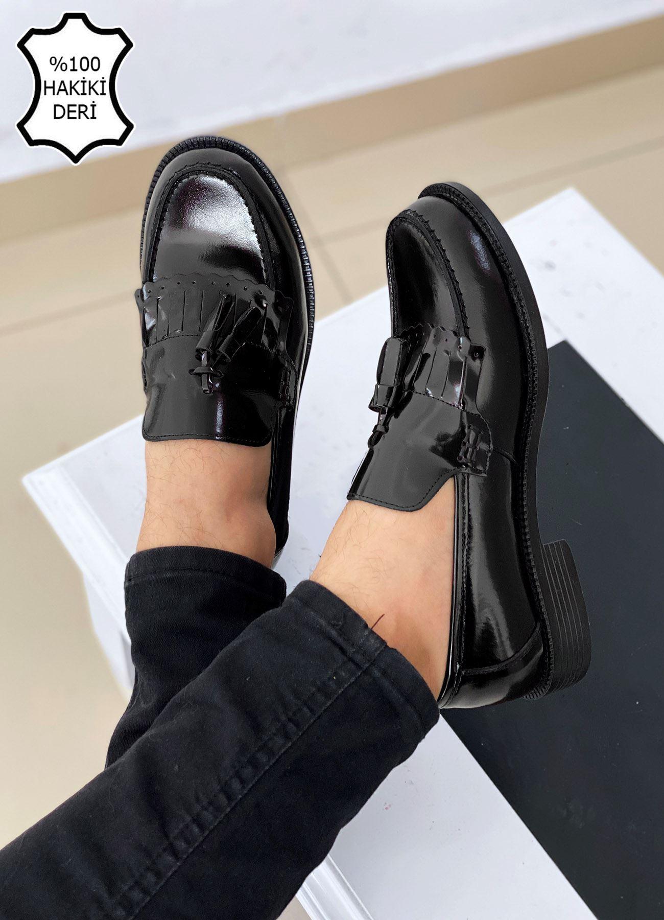 Siyah Rugan Hakiki Deri Püsküllü Corcik Ayakkabı